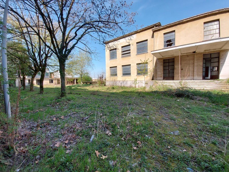#12774 Complesso immobiliare da ristrutturare con area di pertinenza annessa in vendita - foto 3