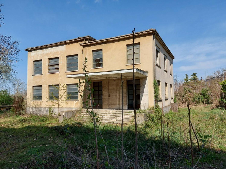 #12774 Complesso immobiliare da ristrutturare con area di pertinenza annessa in vendita - foto 5