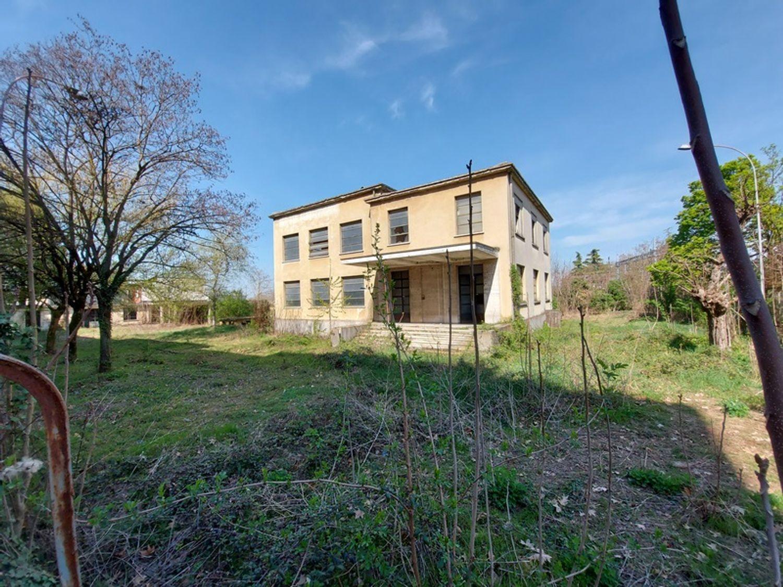 #12774 Complesso immobiliare da ristrutturare con area di pertinenza annessa in vendita - foto 6