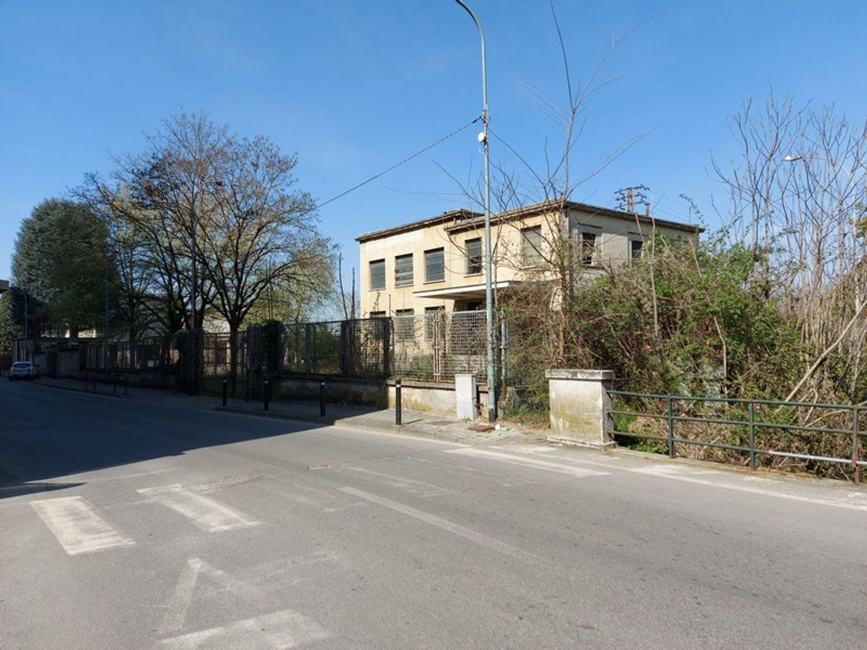 #12774 Complesso immobiliare da ristrutturare con area di pertinenza annessa in vendita - foto 7