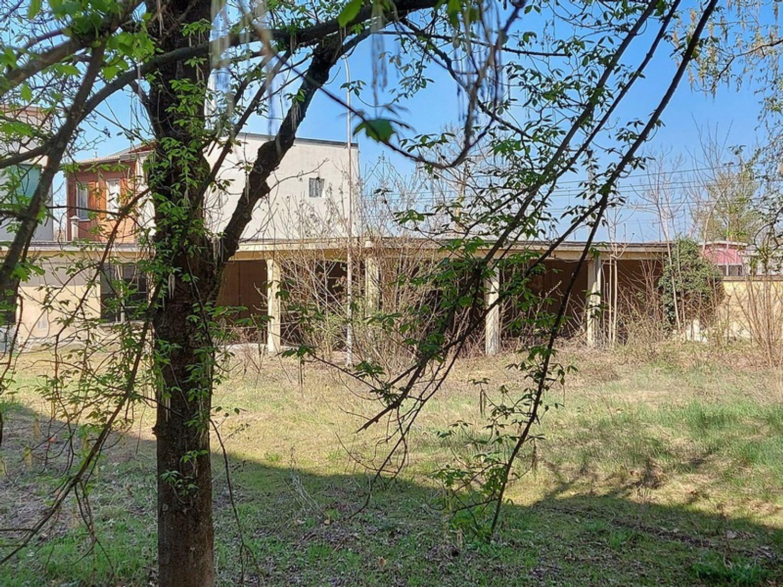 #12774 Complesso immobiliare da ristrutturare con area di pertinenza annessa in vendita - foto 8