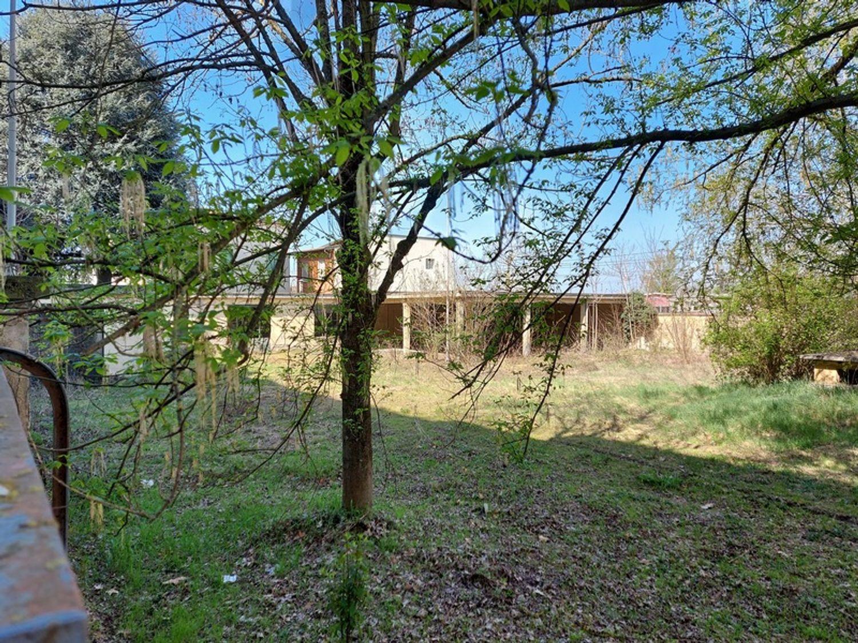 #12774 Complesso immobiliare da ristrutturare con area di pertinenza annessa in vendita - foto 9