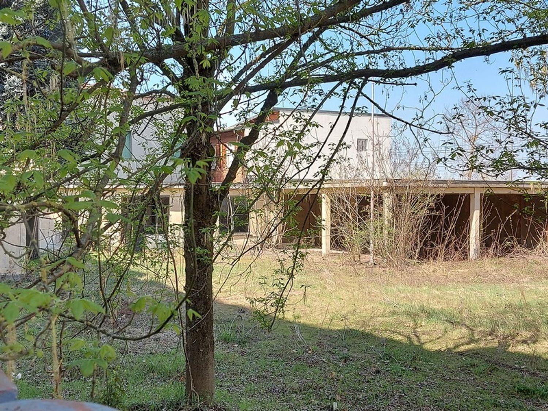 #12774 Complesso immobiliare da ristrutturare con area di pertinenza annessa in vendita - foto 11