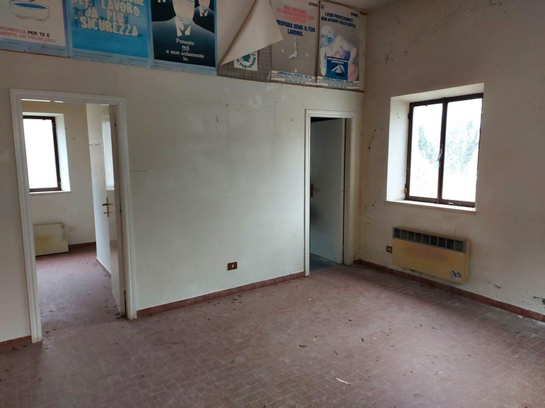 #12779 Magazzino con area pertinenziale in vendita - foto 2