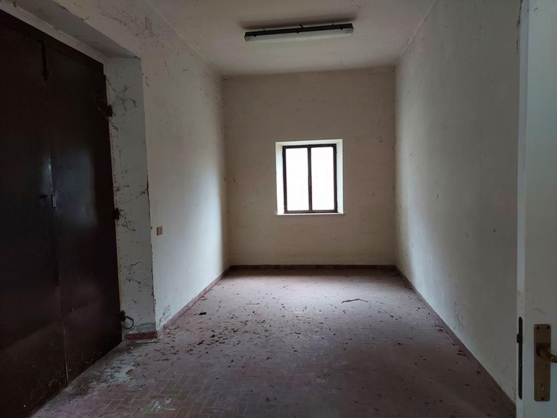 #12779 Magazzino con area pertinenziale in vendita - foto 10