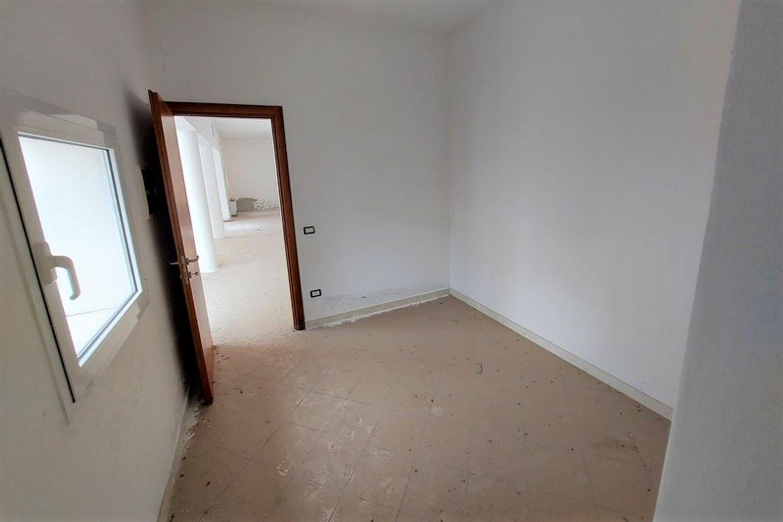 #12794 Negozio piano terra con deposito e box auto in vendita - foto 8