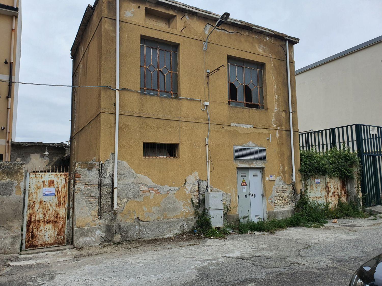 #12820 Deposito con cabina elettrica in vendita - foto 1