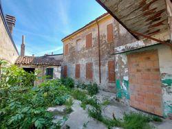 Appartamento cielo-terra in zona centrale - Lotto 12828 (Asta 12828)