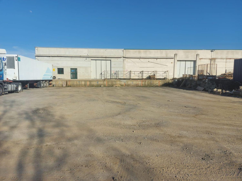 #12883 Porzione di capannone con area manovra in vendita - foto 1