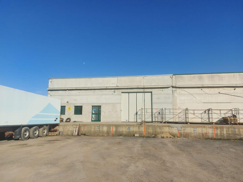 #12883 Porzione di capannone con area manovra in vendita - foto 2