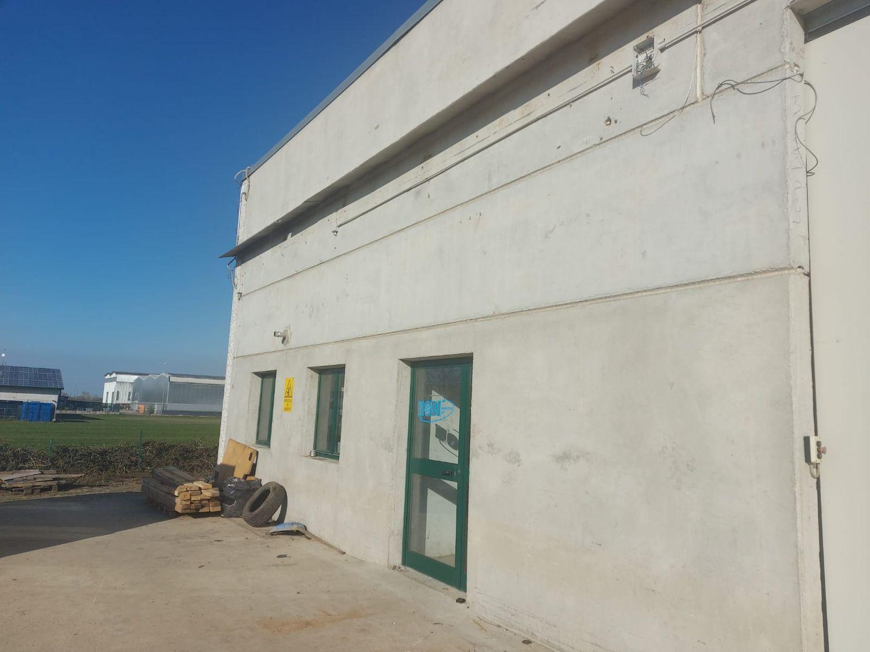 #12883 Porzione di capannone con area manovra in vendita - foto 3
