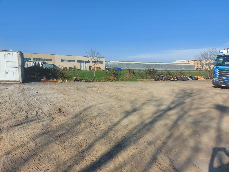 #12883 Porzione di capannone con area manovra in vendita - foto 5