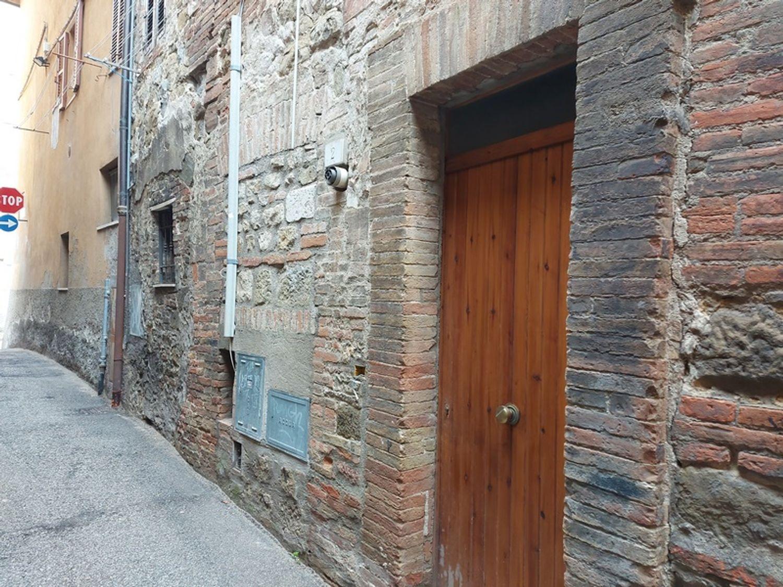 #12889 Due magazzini adiacenti in centro storico in vendita - foto 1