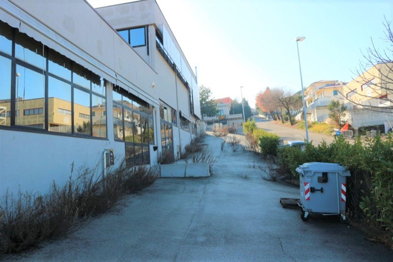#12917 Laboratorio al piano seminterrato con uffici in vendita - foto 4