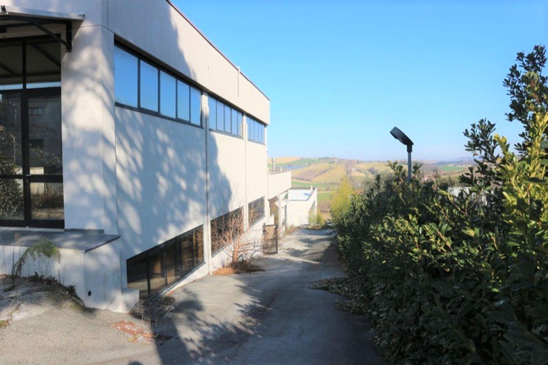 #12917 Laboratorio al piano seminterrato con uffici in vendita - foto 8