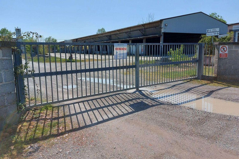 #12922 Complesso artigianale con magazzini e terreno in vendita - foto 1