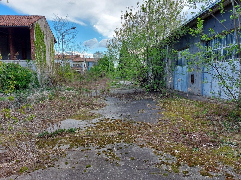 #12927 Fabbricato commerciale con abitazioni e ampia corte in vendita - foto 5