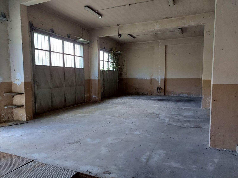 #12927 Fabbricato commerciale con abitazioni e ampia corte in vendita - foto 6