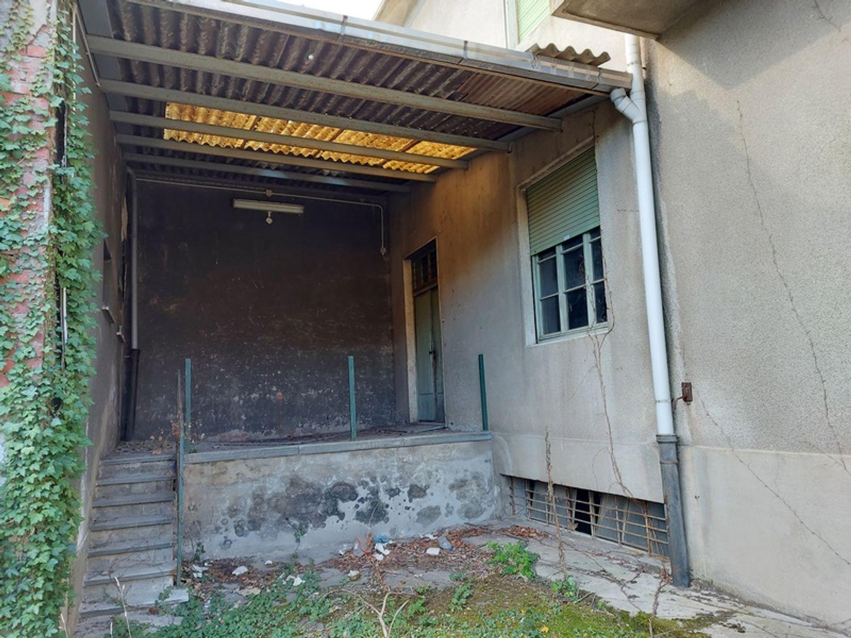 #12927 Fabbricato commerciale con abitazioni e ampia corte in vendita - foto 13