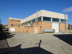 Craft complex with office building - Lot 1299 (Auction 1299)