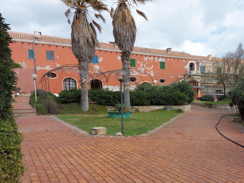#13035 Locale emporio e depositi su isola turistica in vendita - foto 11
