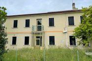 Immagine n0 - Casa bifamiliare con autorimessa e giardino - Asta 13156