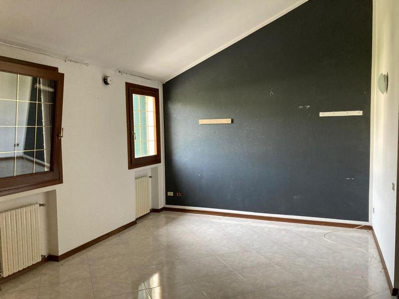 #13178 Locale commerciale con due appartamenti e pertinenze in vendita - foto 7