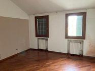 Immagine n7 - Locale commerciale con due appartamenti e pertinenze - Asta 13178