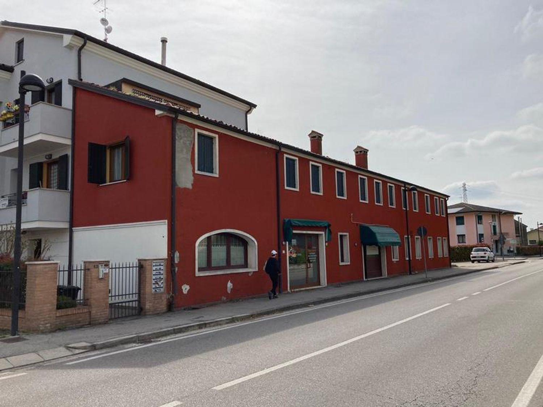#13178 Locale commerciale con due appartamenti e pertinenze in vendita - foto 12