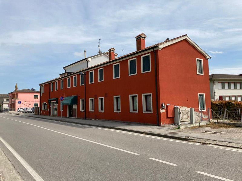 #13178 Locale commerciale con due appartamenti e pertinenze in vendita - foto 13