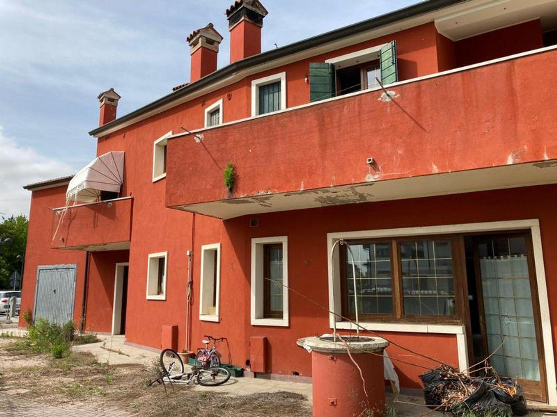 #13178 Locale commerciale con due appartamenti e pertinenze in vendita - foto 15