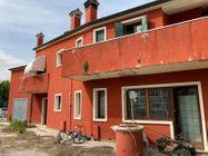 Immagine n14 - Locale commerciale con due appartamenti e pertinenze - Asta 13178