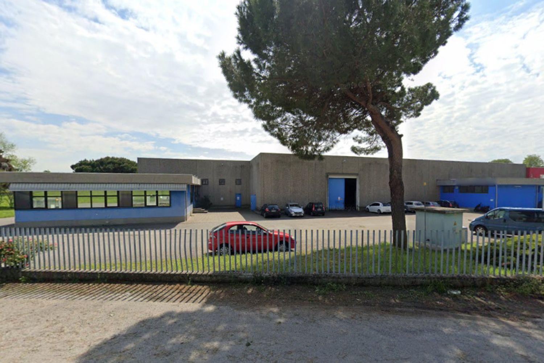 #13196 Parte di complesso industriale con pertinenze (Lotto 1A) in vendita - foto 2