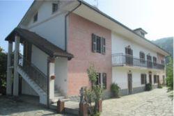 Abitazione indipendente con tre appartamenti - Lotto 13257 (Asta 13257)