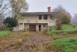 Villa con autorimessa, ampio giardino e piscina - Lotto 13317 (Asta 13317)