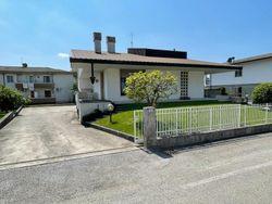 Quota di 1/12 di abitazione indipendente con corte esclusiva e garage - Lotto 13375 (Asta 13375)