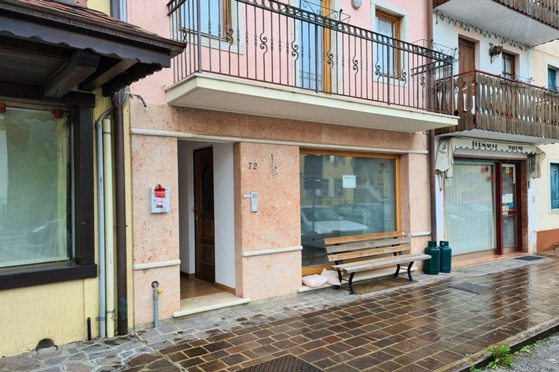 #13389 Negozio in centro con magazzini e cortiletto in vendita - foto 1