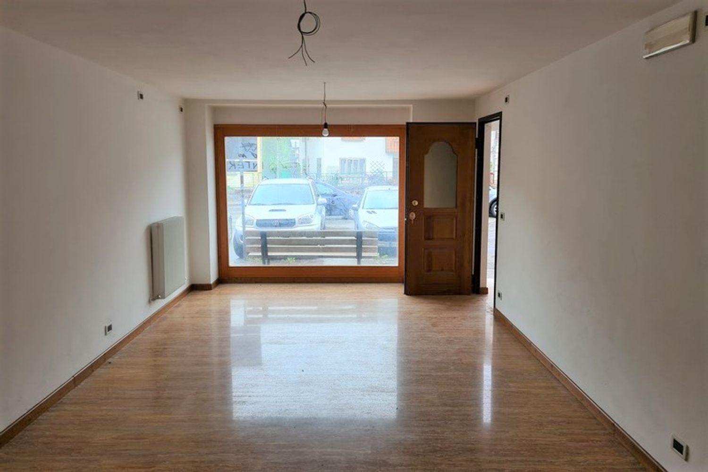 #13389 Negozio in centro con magazzini e cortiletto in vendita - foto 2