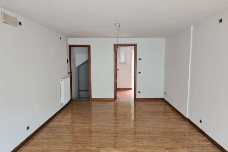 #13389 Negozio in centro con magazzini e cortiletto in vendita - foto 3
