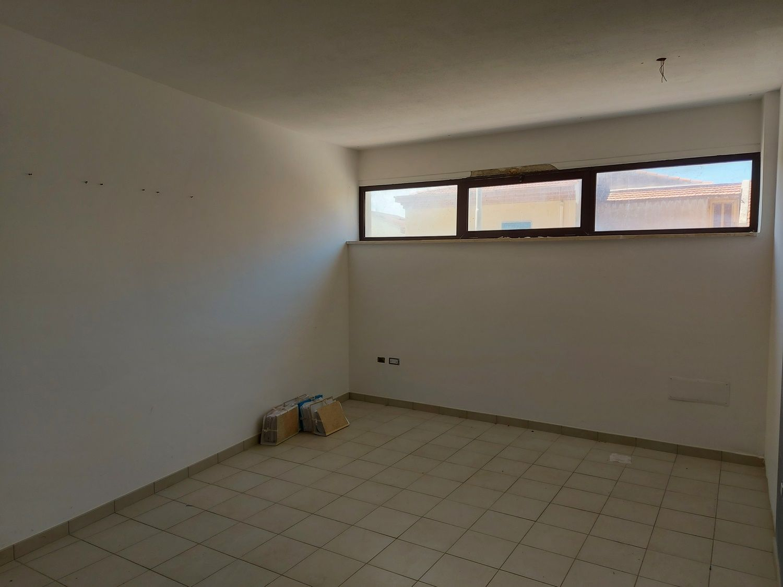 #13400 Negozio su due livelli in zona centrale in vendita - foto 9