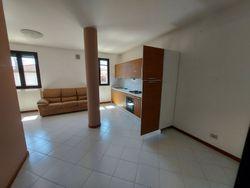 Cinque appartamenti e tre posti auto