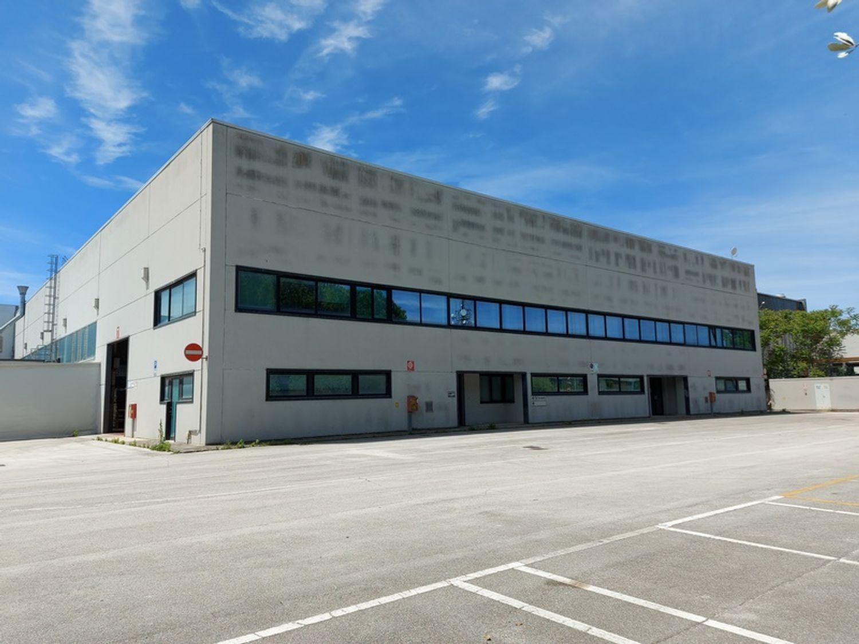 #13553 Capannone industriale con area edificabile in vendita - foto 1