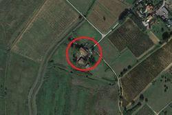 Abitazione rurale con pertinenze agricole e terreno