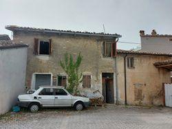 Porzione di fabbricato residenziale con aree di pertinenza - Lotto 13592 (Asta 13592)