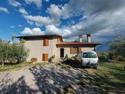 Quota di villino con garage, corte e terreno privato - Lotto 14130 (Asta 14130)