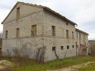 Immagine n0 - Casa colonica con annessi agricoli - Asta 1522