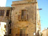 Immagine n0 - Residenza con magazzini in centro storico - Asta 1756