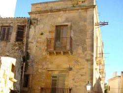 Residenza con magazzini in centro storico - Lotto 1756 (Asta 1756)