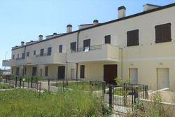 Complesso residenziale con villette a schiera e garage - Lotto 1851 (Asta 1851)