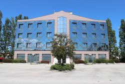 Edificio per negozi e uffici con parcheggio esterno - Lotto 1977 (Asta 1977)